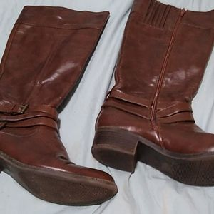 Beautiful Brown Leather Knee Length Zip Up Boots 9